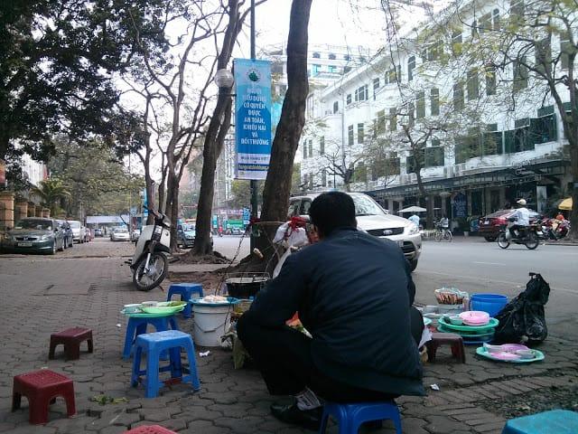 Bữa trưa trên vỉa hè Hà Nội 5