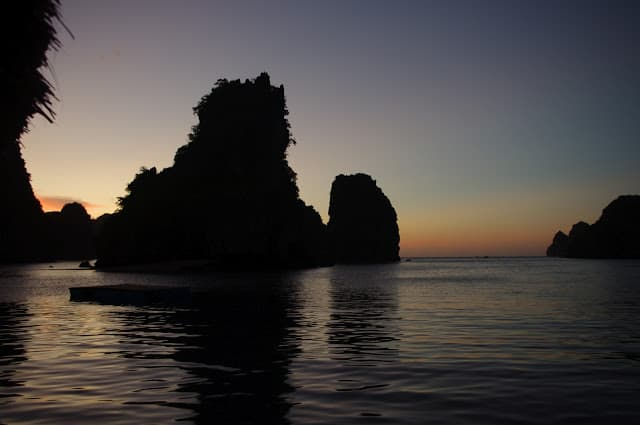Nam Cát biển lặng sóng 14